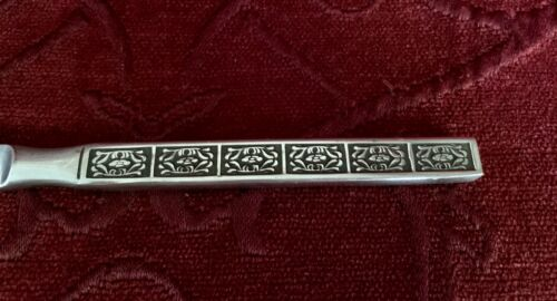 Wiltshire Stainless Steel Entree Knives Burgundy 21.75cms