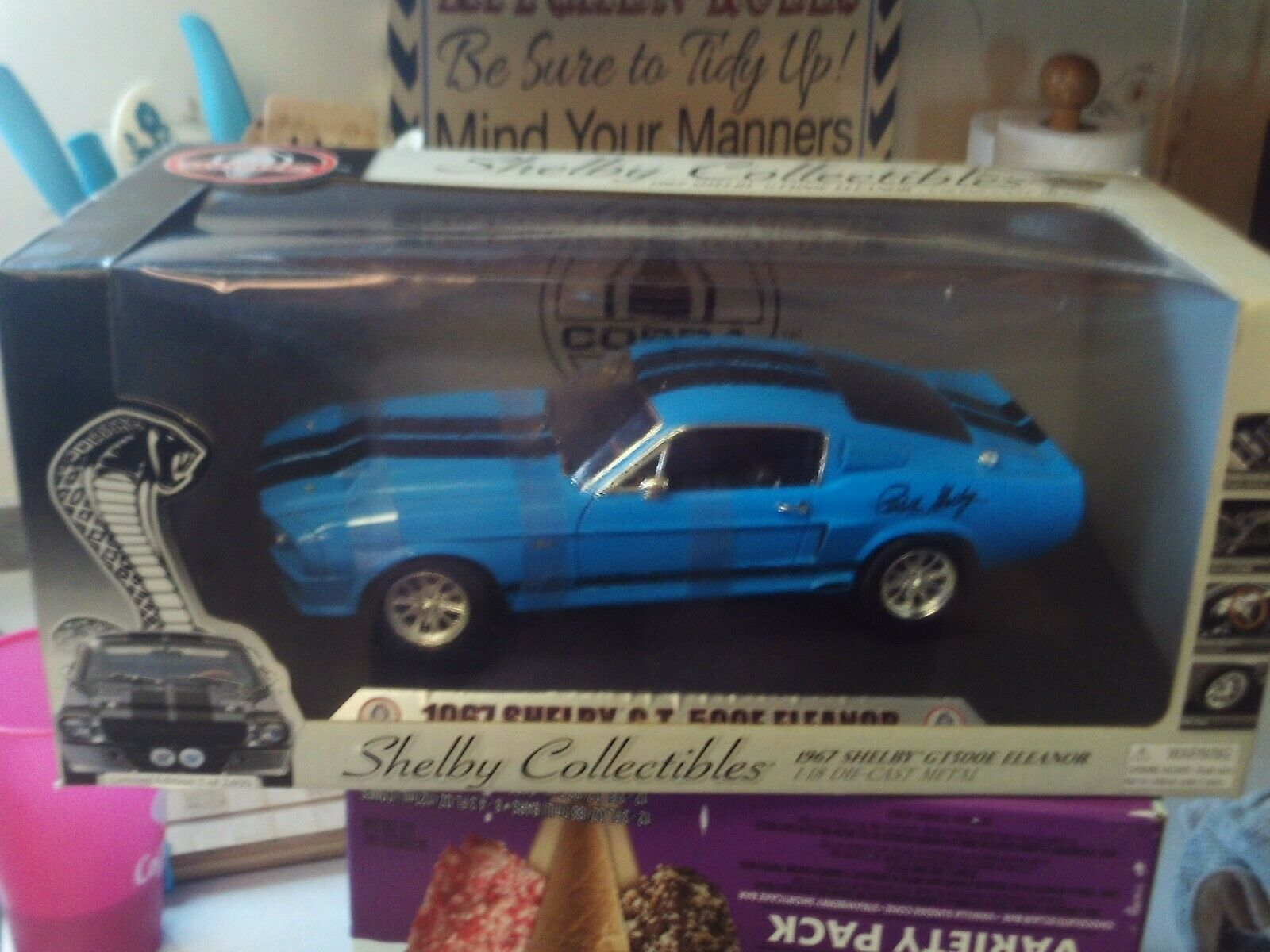 SHELBY COLLECTIBLES ELEANOR 1967 SHELBY GT 500E IN Blau & schwarz  SIGNED  1 18
