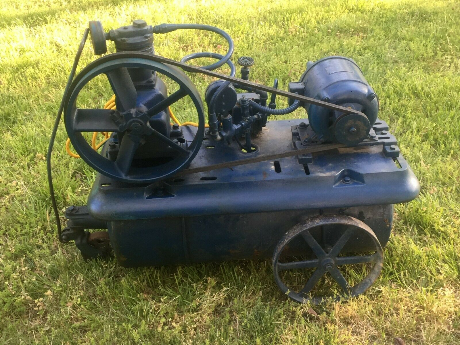 1925 Antique / Vintage Portable Kellogg Air Compressor *RUNS GREAT SEE VIDEOS*. Available Now for 1199.99