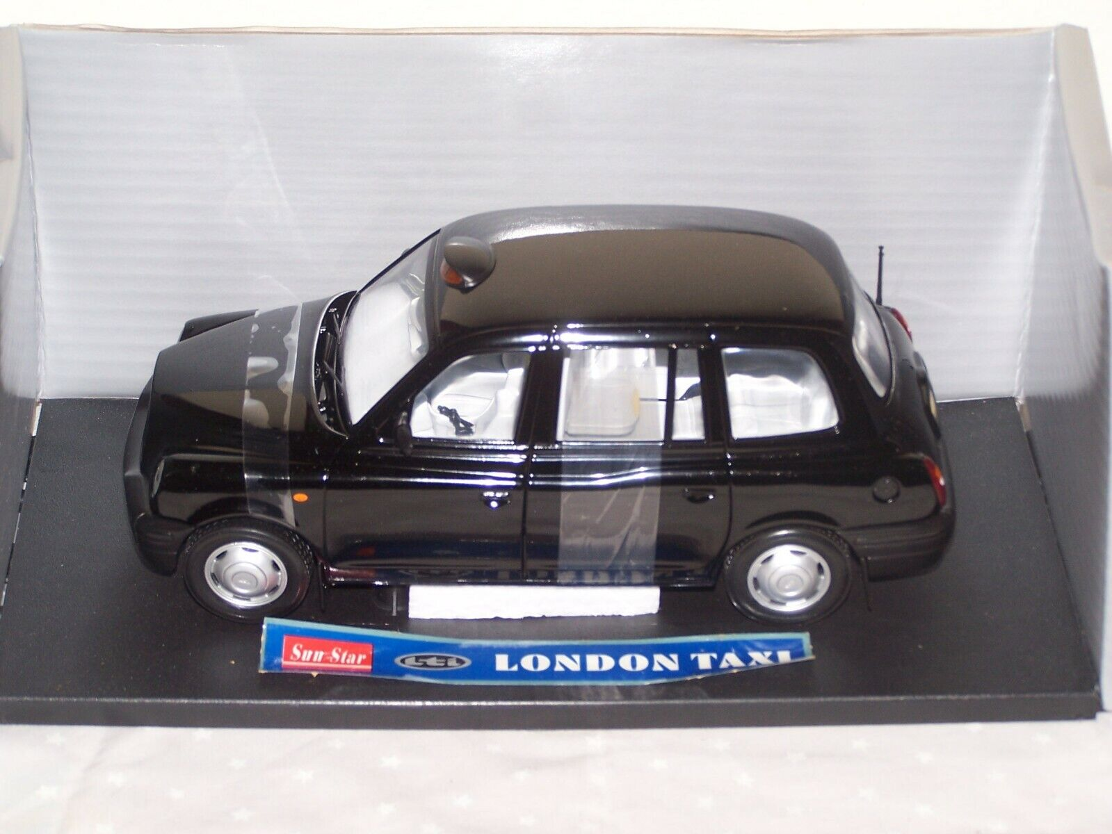 TX1 LONDON TAXI CAB 1998 1 18 DIE CAST METAL SCALE 1 18
