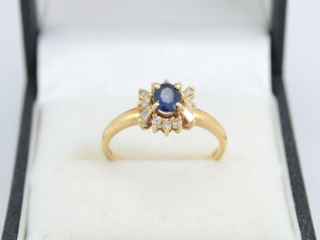 Diamond And Sapphire Engagement Ring 18ct gold Ladies Size M A7