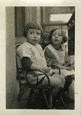 PHOTO ANCIENNE - VINTAGE SNAPSHOT - ENFANT FAUTEUIL ROTIN MODE - CHILD FASHION