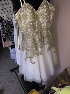 Bee Darlin white And Gold Short Homecoming Dress Size 3/4