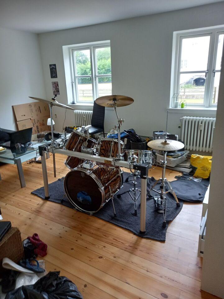 hej jeg hedder bob jeg spiller trommer i ca. 3...