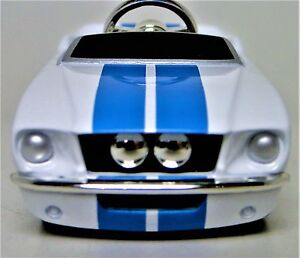 Pedal-Car-Ford-Mustang-1966-Metal-Body-Vintage-White-Collector-gt-Length-3-Inches