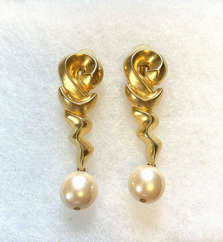 Vtg F.O. Inc Pearl Dangle Clip On Earrings - image 1