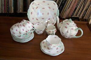 Shelley-034-Rosebud-034-Tea-Set-13426-Dainty-Shape