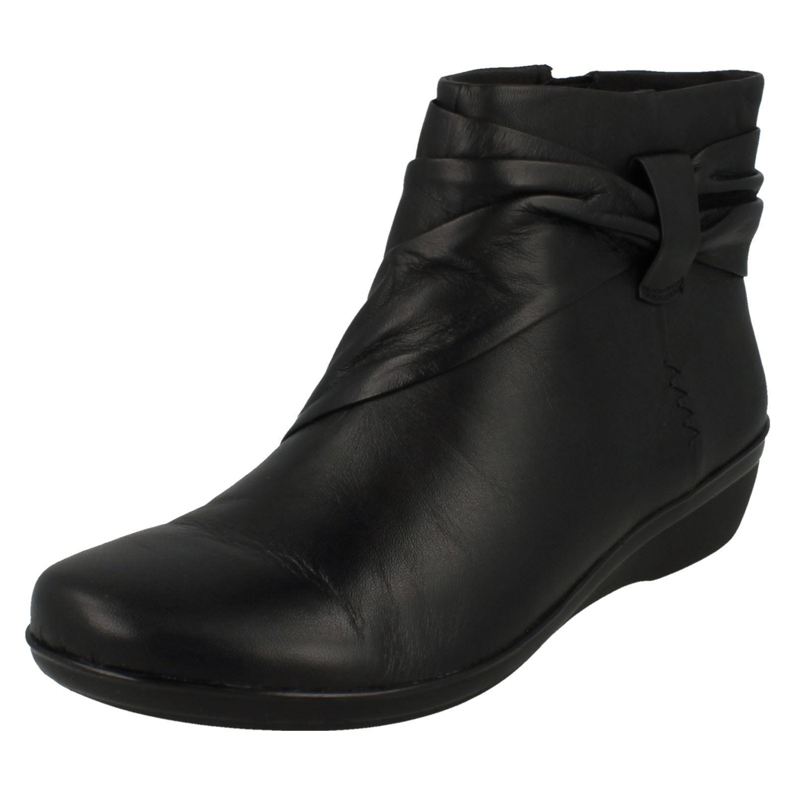 Donna EVERLAY Mandy Clarks Nero Pelle Stivali da Clarks Mandy retail (larghezza D) c188d2