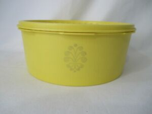 Vintage-Yellow-Tupperware-Servalier-2-Qt-Short-Storage-Canister-and-Lid-EUC