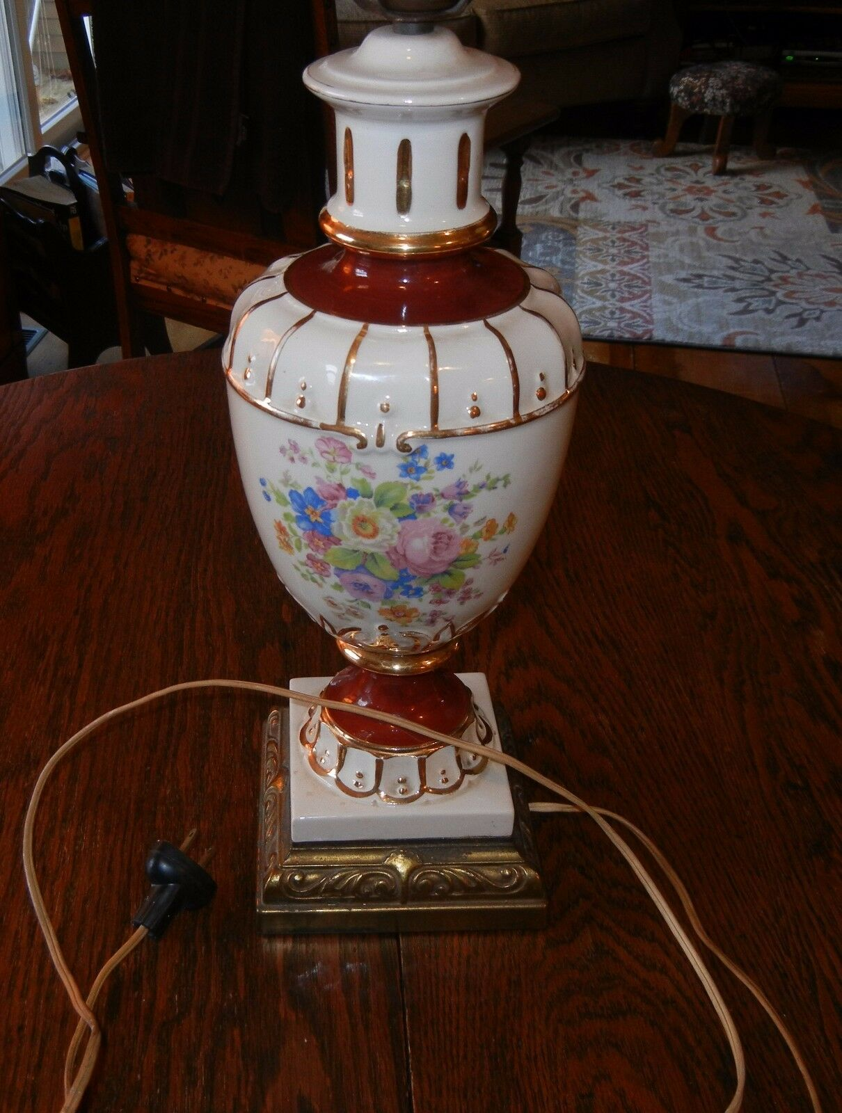 BEAUTIFUL PORCELAIN FarbeS VINTAGE LAMP IN GREAT CONDITION (MUST SEE PICTURES)
