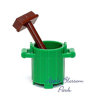 NEW LEGO Minifig Green Trash Can /& Brown Broom City Garbage Barrel Container Bin