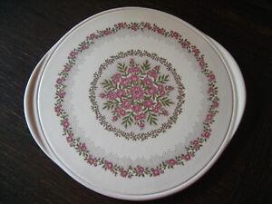 wunderschoene-grosse-Kuchenplatte-Tortenplatte-Bluetenpracht-Pink-Altrosa-Keramik