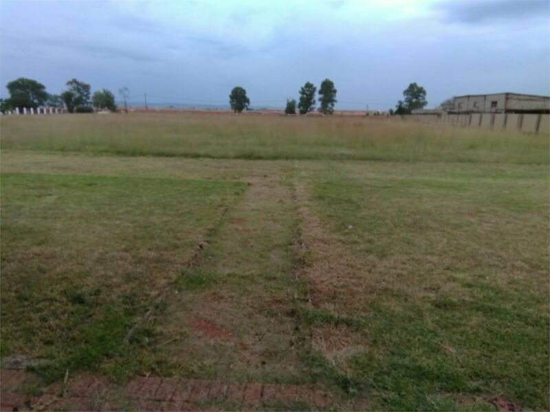 A 2,25 hectare plot with a 4 bedroom house plus flats for sale in klipriver