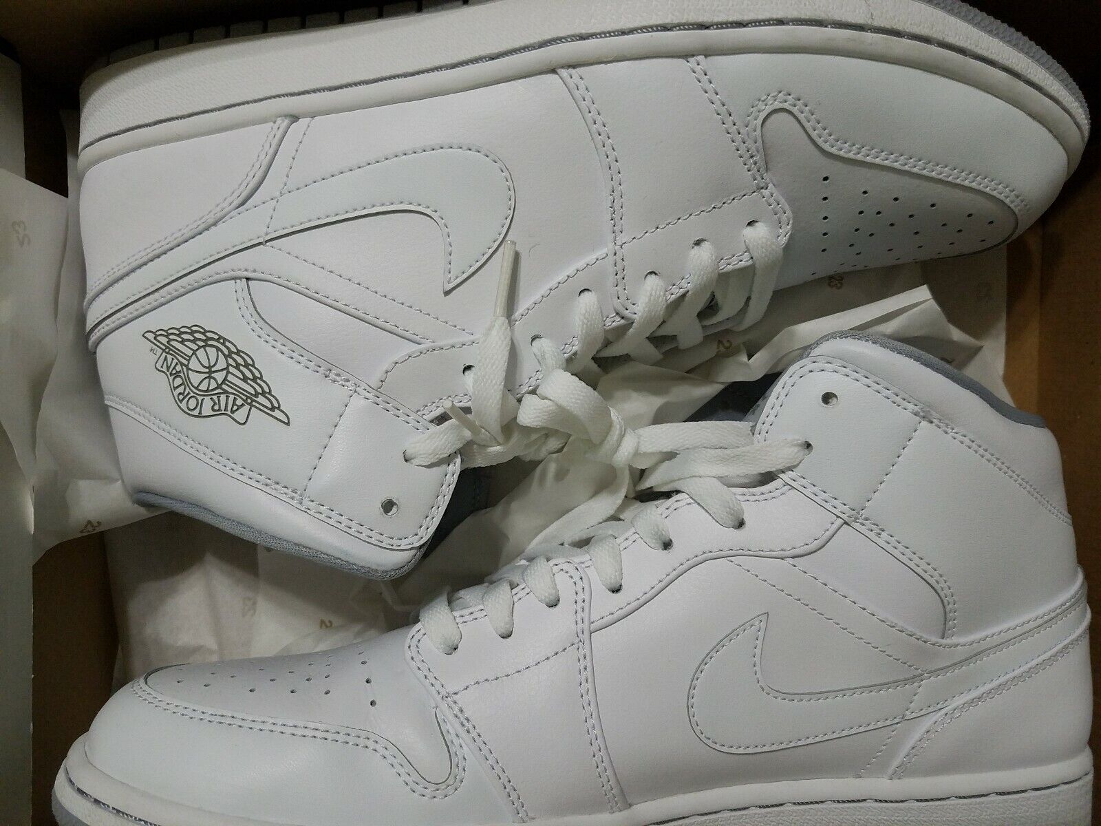 NIKE AIR JORDAN 1 MID - WHITE 554724-112 mens 12 used once.