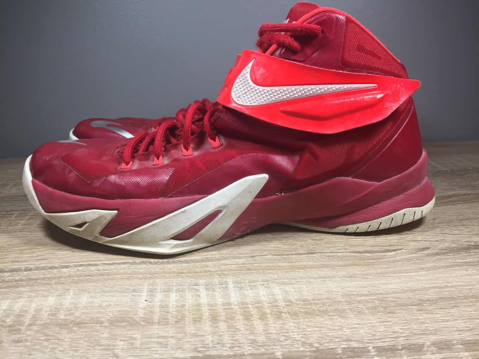 Lebron Zoom Soldier 8 Sz 12  best-selling model of the brand