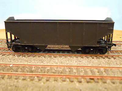 HO SCALE ATHEARN UNDECORATED 2 BAY HOPPER W/HORN HOOK COUPLERS RTR