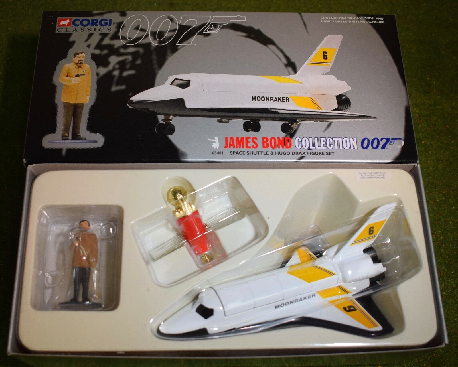 CORGI James Bond 007 SPACE SHUTTLE & HUGO DRAX Figure Set 65401
