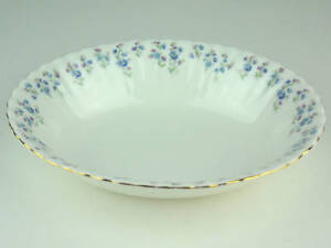 Oval-Serving-Bowl-Royal-Albert-Memory-Lane-vintage-bone-china-England