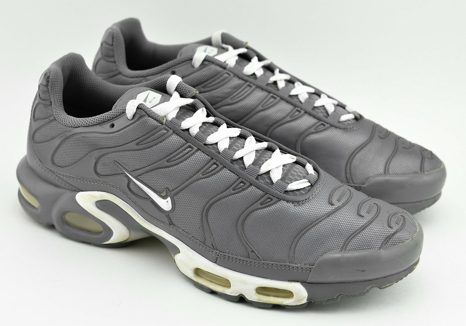 MENS NIKE AIR MAX PLUS TXT RUNNING SHOES SIZE 11 COOL GRAY WHITE 647315 012 Great discount