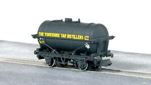 Peco-NR-P180-N-Gauge-Tanker-Wagon-The-Yorkshire-Tar-Distillers-Ltd