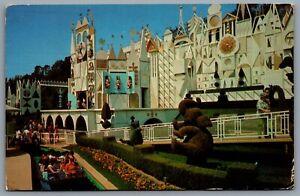 Postcard-Anaheim-CA-c1978-Disneyland-It-s-A-Small-World-Toy-Parade-01110462
