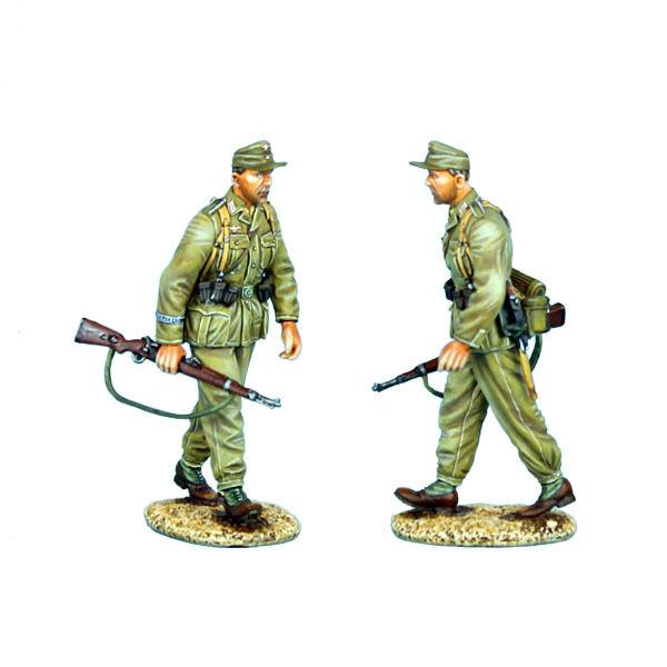 Primera Legión  la infantería alemana dak008 camina con rifles.