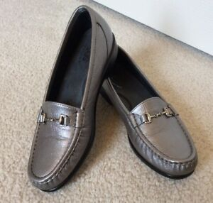 Candid Women's Sas Loafers Dark Silver Slip On Tripad Footbed Size 7 1/2n Convenience Goods Women's Shoes Comfort Shoes