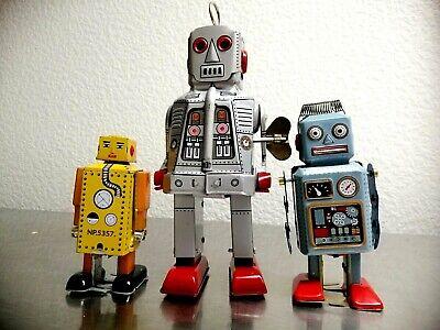 Flying Saucer Robots Tin Toy Windup Set of 3