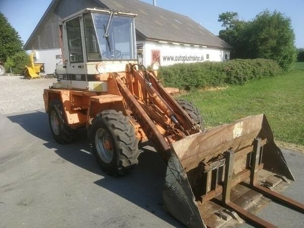 Andet, Schaeff SKL820
