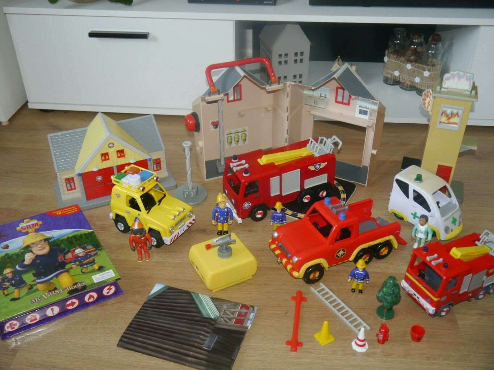 Fireman Sam Paquete Grande Juguetes _ 3 edificios _ 5 vehículos _ 5 figuras y muchos más _ 13