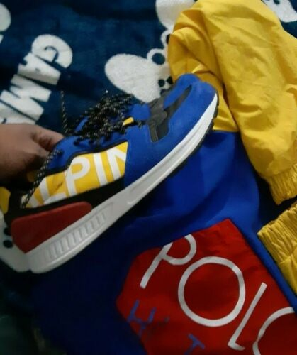 Polo Color block hoodie an sneakers