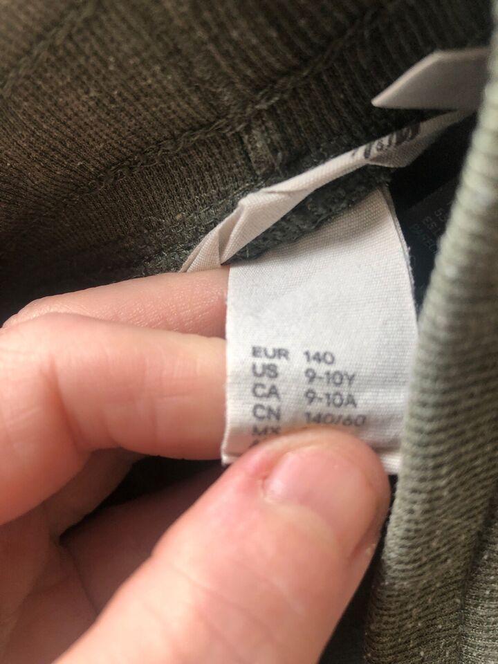 H&M joggingbukser gives bort. Str. 140. Hul på...