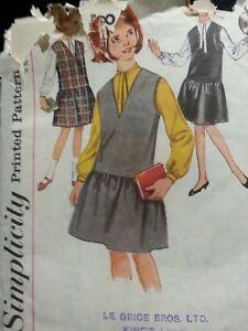 """** Vintage Sewing Pattern ** Enfant/filles Robe-tablier & Chemisier ** 10 Ans ** École **-s/girls Pinafore Dress & Blouse**age 10**school**"""" Data-mtsrclang=""""fr-fr"""" Href=""""#"""" Onclick=""""return False;"""">afficher Le Titre D'origine Nouveau Design (En);"""