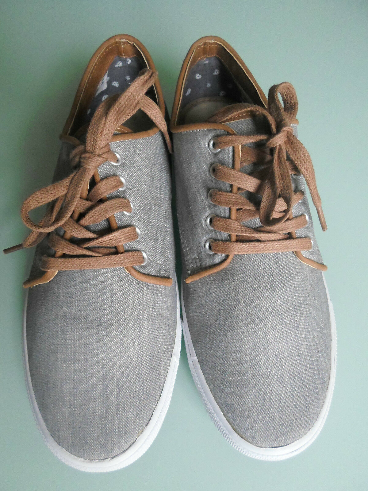 Nineteen Hundred and Four 1904 Men Size 6 Grey Trainers