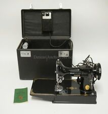 SINGER 221 FEATHERWEIGHT SEWING MACHINE IN VERY NICE CONDITION. SERI... Lot 1256