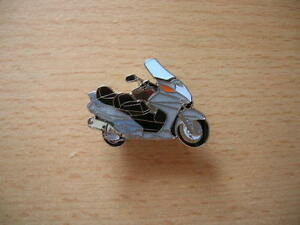 Pin-Anstecker-Honda-Silver-Wing-600-silber-silver-Scooter-0815-Roller-Moto