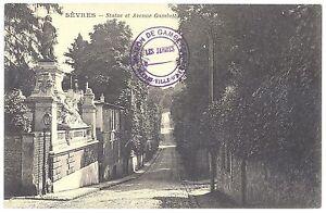 CPA-92-SEVRES-Hauts-de-Seine-Statue-et-avenue-Gambetta