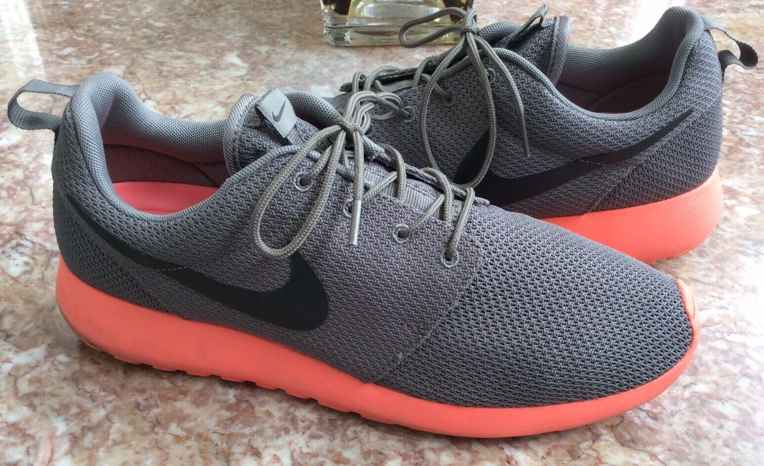 NIKE Rosherun Men's Gray Crimson Running Training Shoes Size 11 EUC!