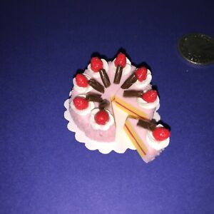 DOLLHOUSE-Mini-Food-PINK-STRAWBERRY-ICED-CAKE-8-x-SLICES-BARBIE-PARTY