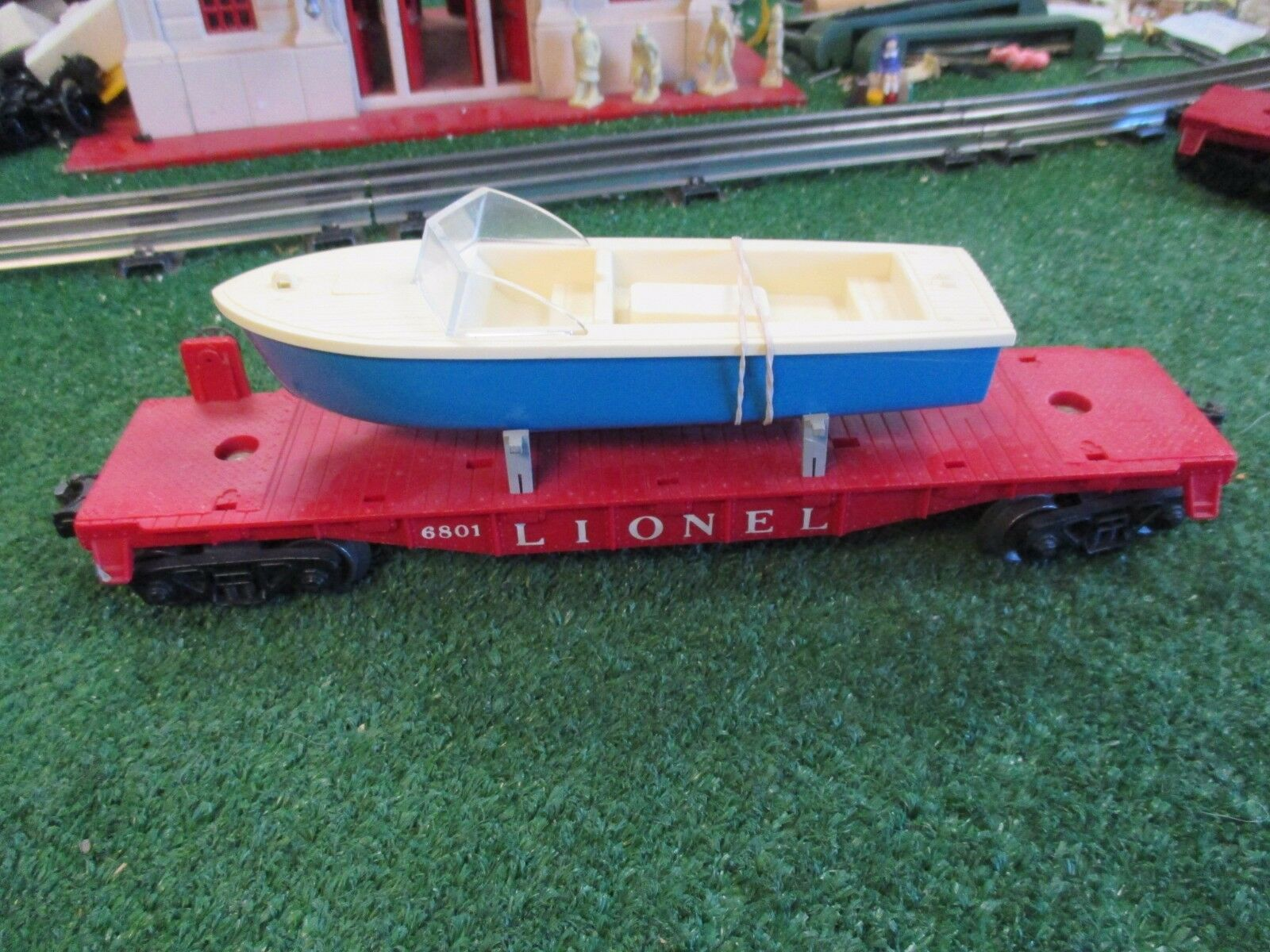 LIONEL POST WAR 6801-75 FLAT  CAR WITH BOAT [REPO BOAT]  EXC COND  1958-60