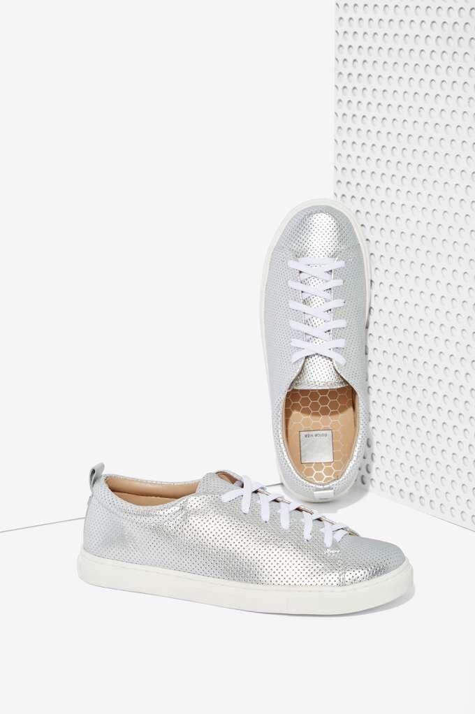 Dolce Vita Oriel Women's Metallic Leather Sneaker shoe Silver - 8.5M NASTY GAL