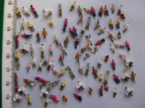 F7 Z 100 Figurines Debout Voyageurs Spectateurs