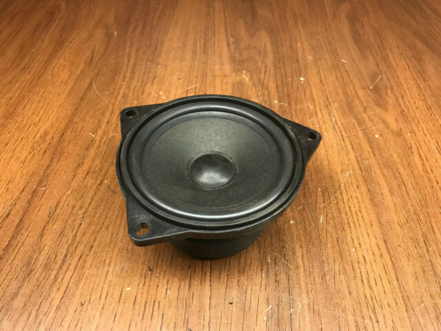 A46 RIGHT FRONT UNDER SEAT SPEAKER SUBWOOFER 61928910 FEO