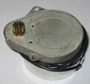 120-VAC-Timer-Motor-1-3-RPM-20-RPH-60-Hz-2-4-W-Autotrol-700-Synchronous