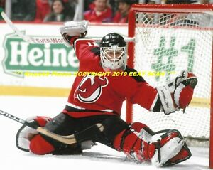 Chris Terreri Stretches Out For Big Glove Save 8x10 Photo Nj Devils