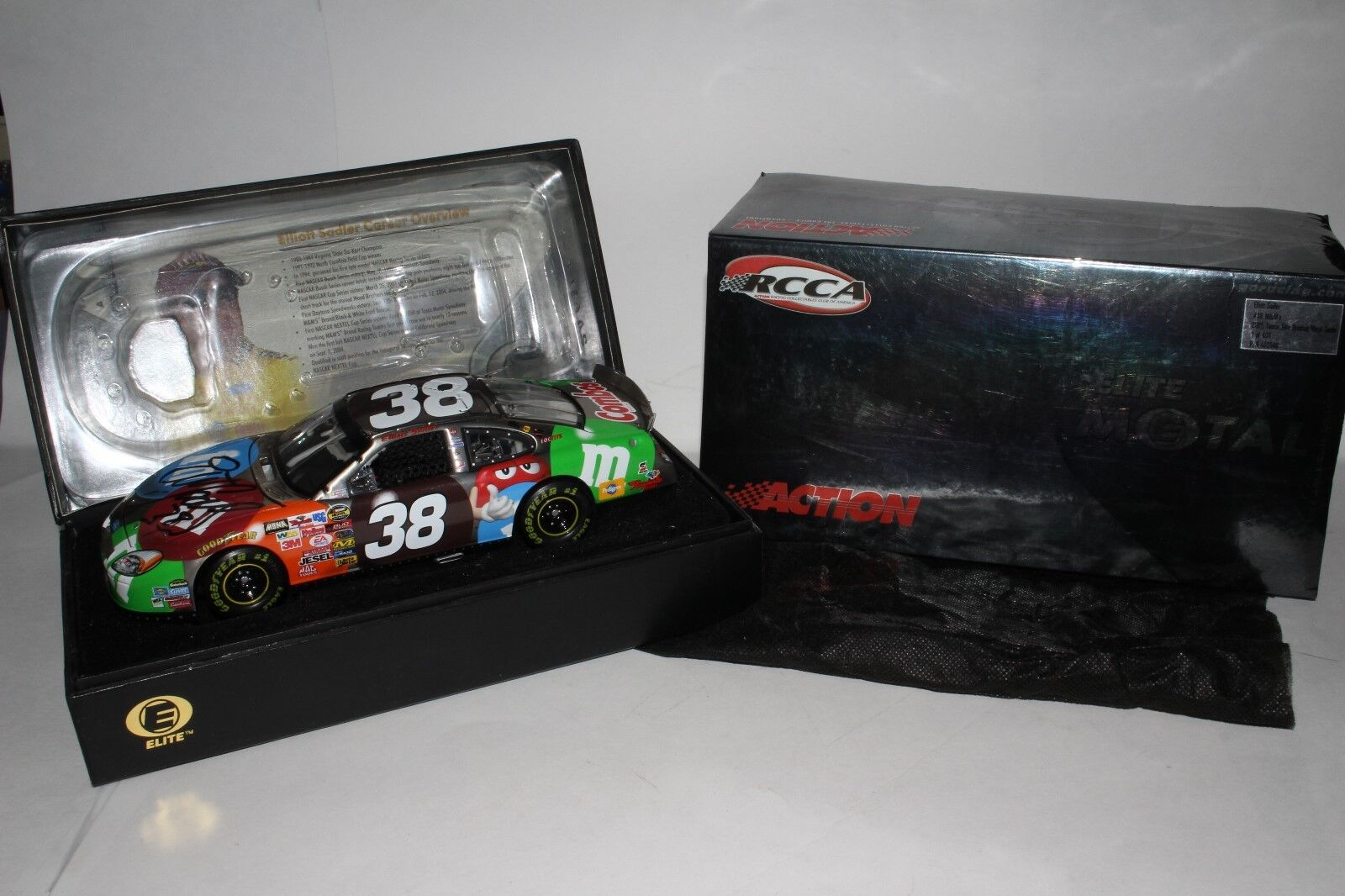 ACTION RCCA ELITE 2005 ELLIOTT SADLER M&M'S FORD BRUSHED METAL, AUTOGRAPHED