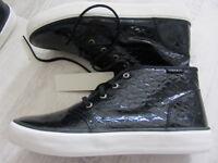 ESPRIT Sneaker Turnschuhe 40 NEU Optik- Lackleder schwarz PU-Leder