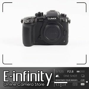 NEUF Panasonic Lumix DC-GH5 Mirrorless Digital Camera (Body Only)