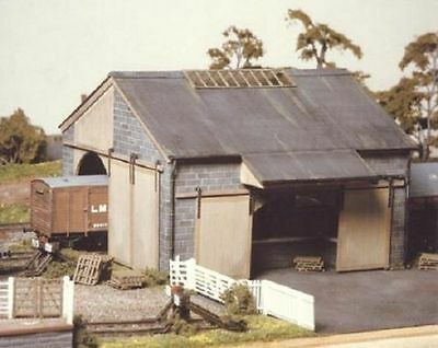 Ratio 534  Large Stone Goods Shed - OO Gauge