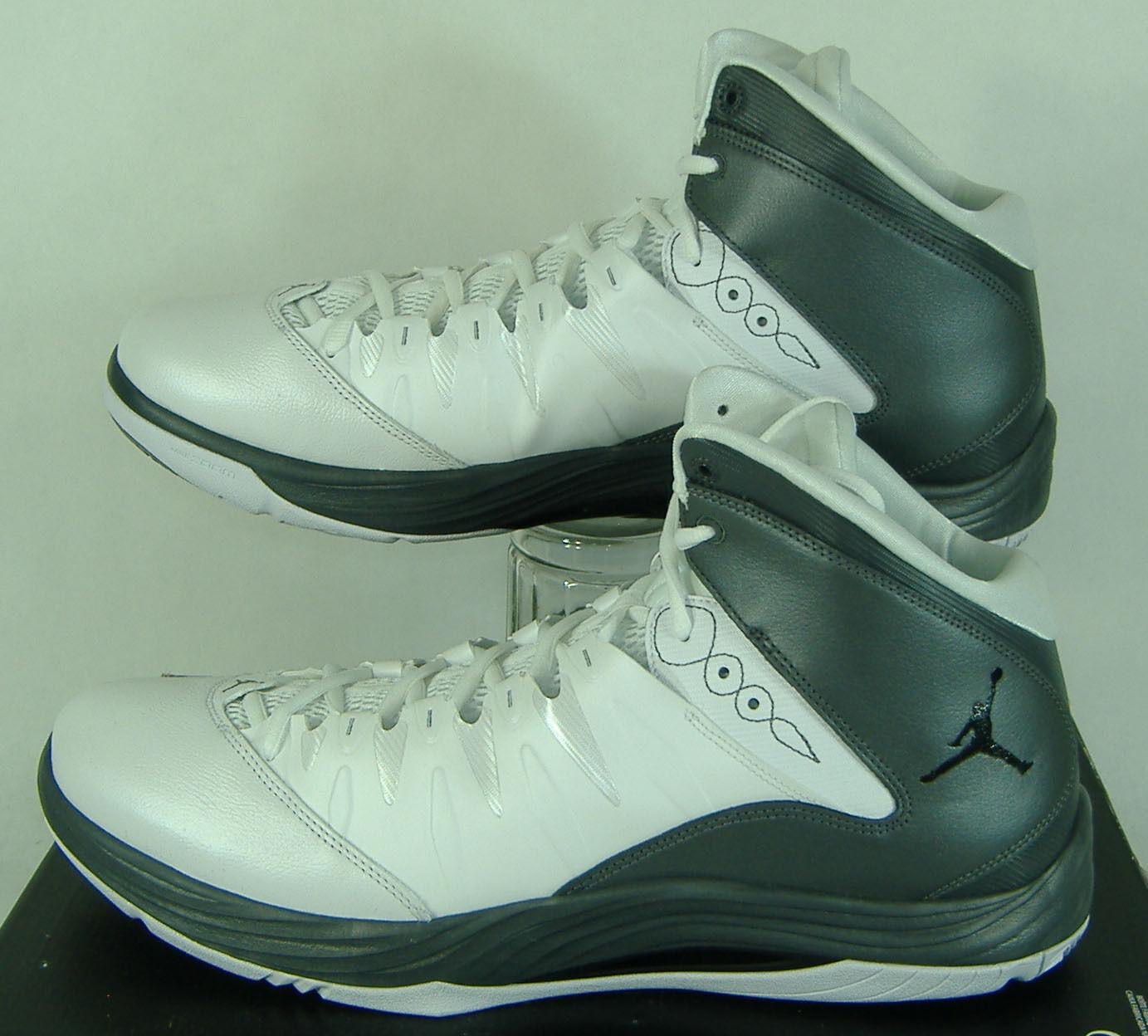 Nuova Nuova Nuova Uomo 12,5 nike jordan il primo volo, grigio e bianco 599582-103 scarpe da basket 115 f191e2